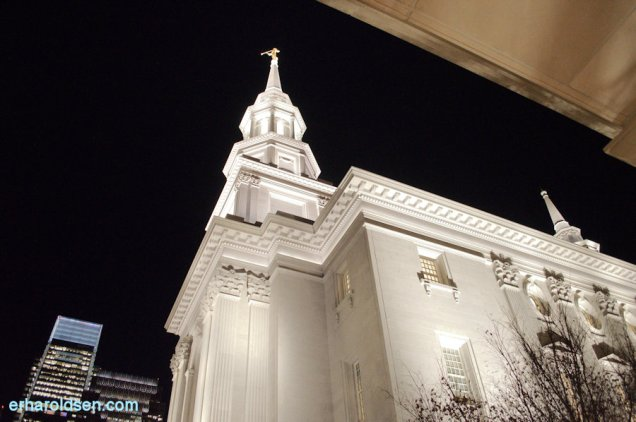 161227 (139) Philadelphia Temple at Night