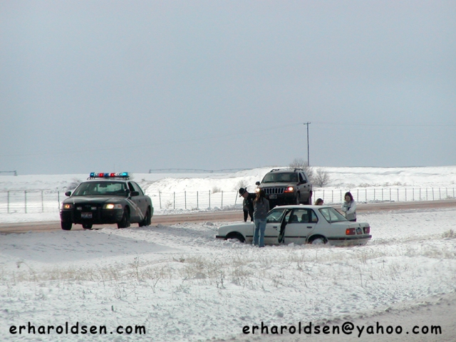 2004 01 03 14 sn car accident off road (2)